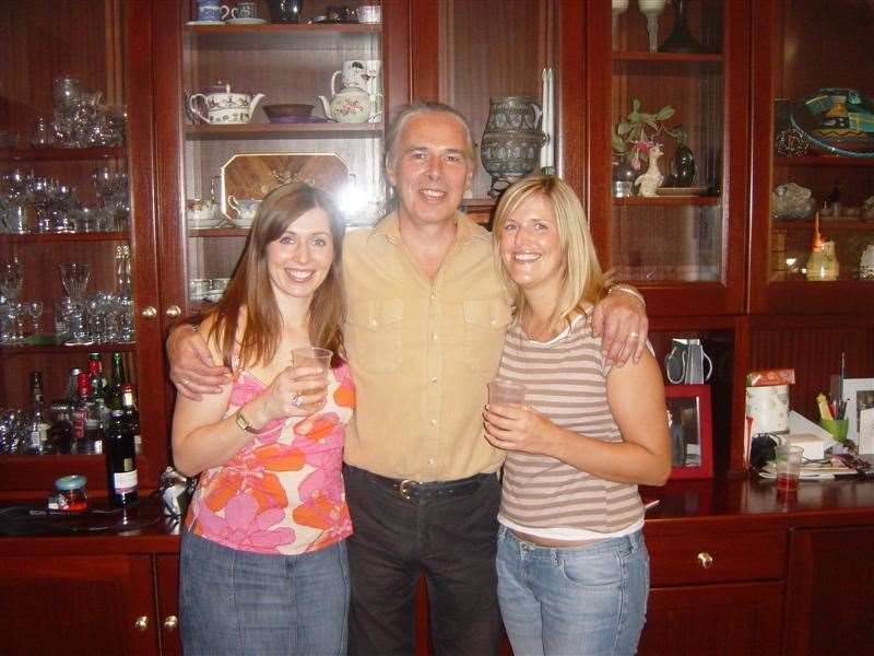 Lian and sister Carly with their dad in 2004 (27669003)