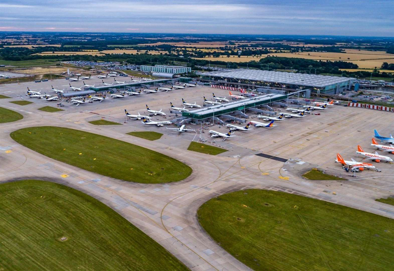 Uttlesford council votes to review planning permission for Stansted Airport growth