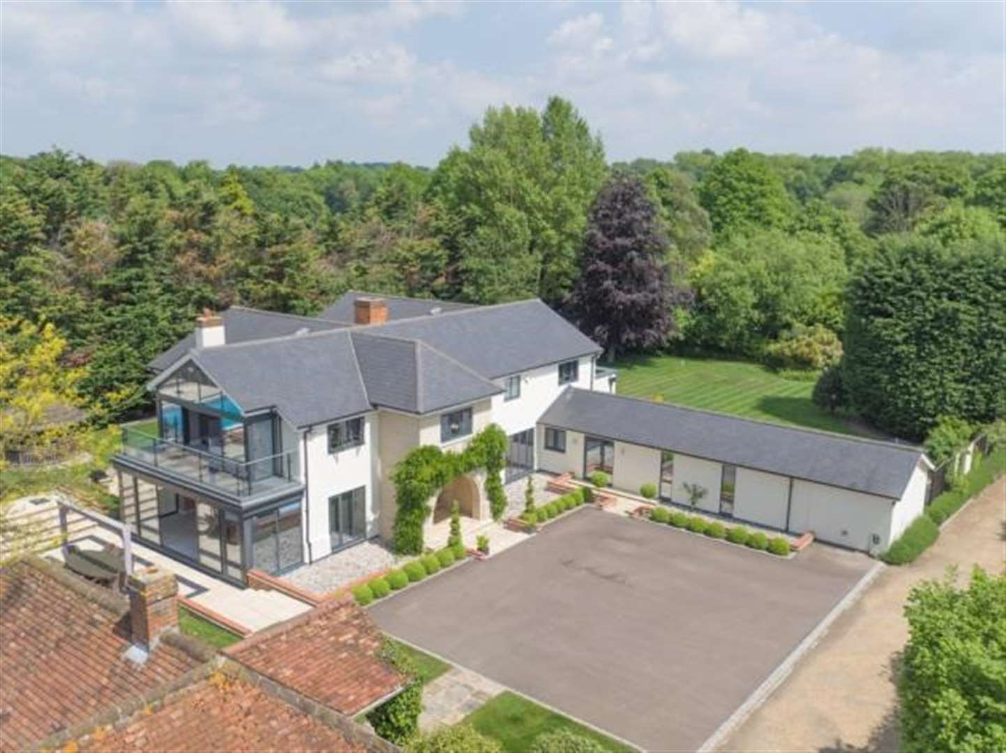 You'll be Agogs at what £3m Much Hadham property has to offer