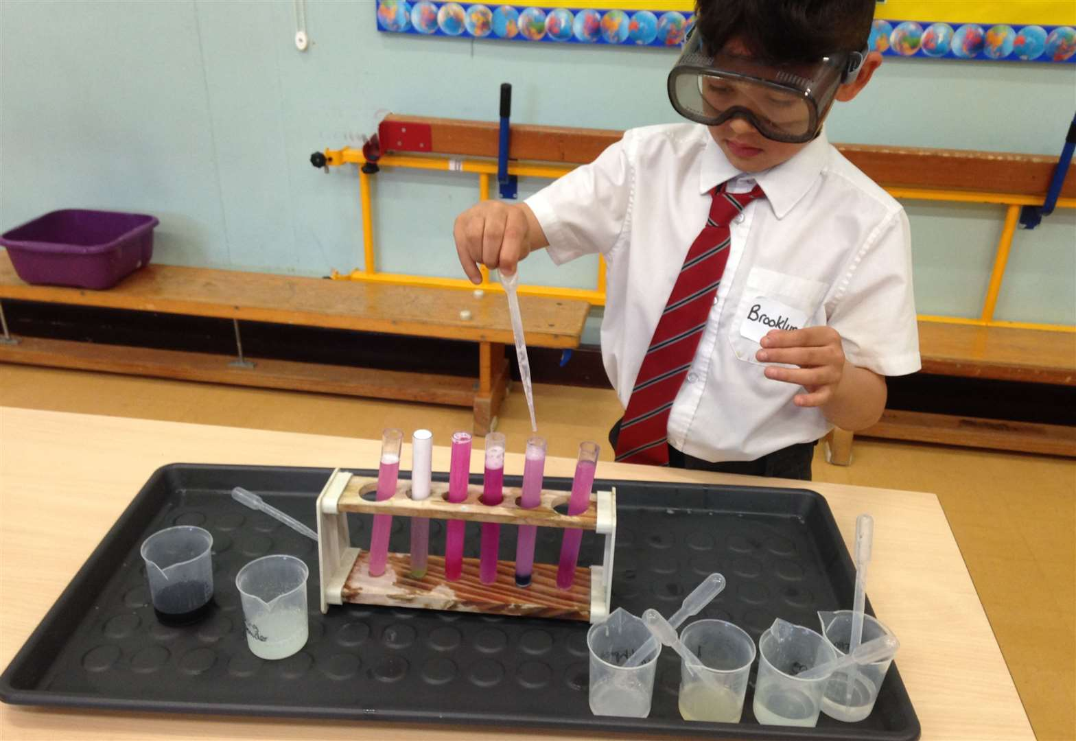 Hillmead pupils concoct potty potions for British Science Week
