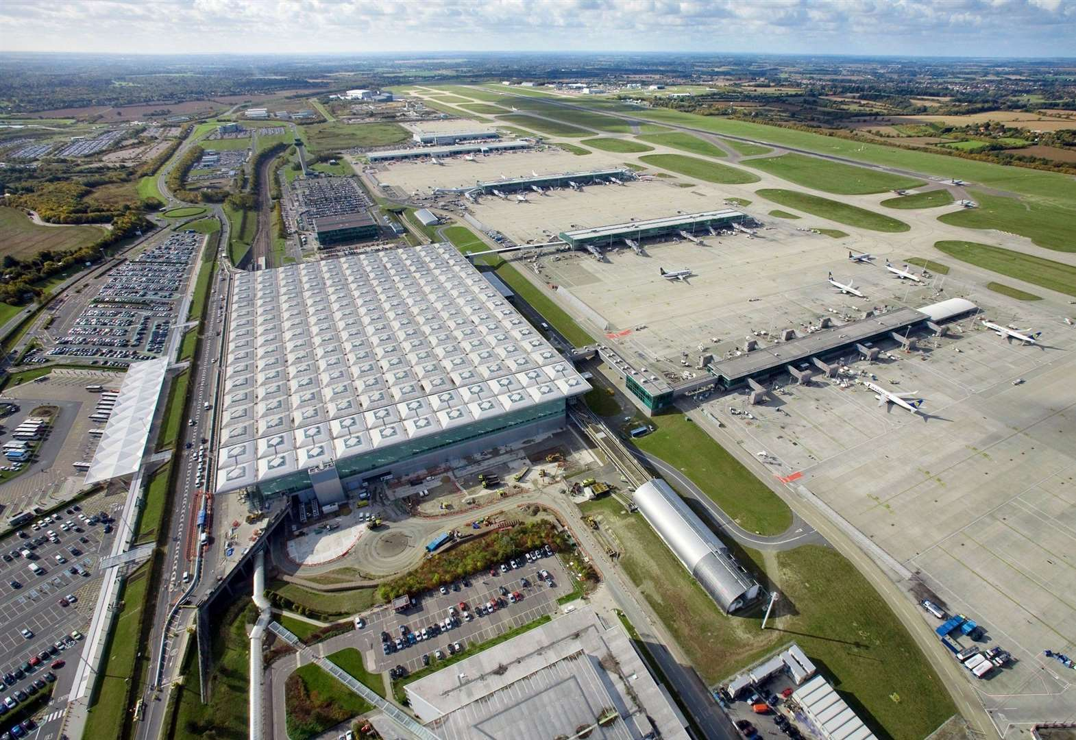 Opposition parties slam council's secrecy over Stansted Airport legal bills