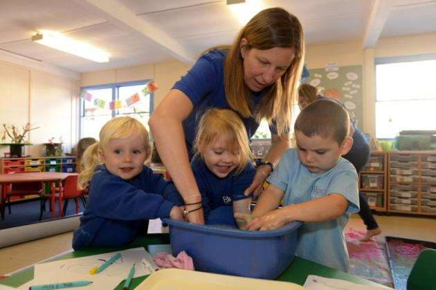 Blues Pre-School, Bishops Stortford. Pre-school celebrating anniversary. Deputy Manager Donah Shannon helping pupils wash up after a messy paint session. Pic: Vikki Lince