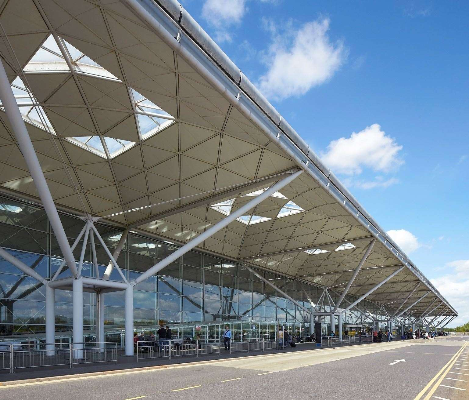 Stansted Airport terminal (32312333)