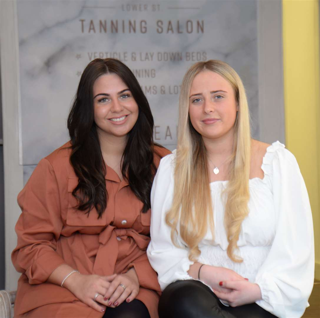 Lower Street, Stansted. New tanning salon - Lower St Tanning Salon. Iona Davidson and Holly Salmon. .Pic: Vikki Lince. (30023464)