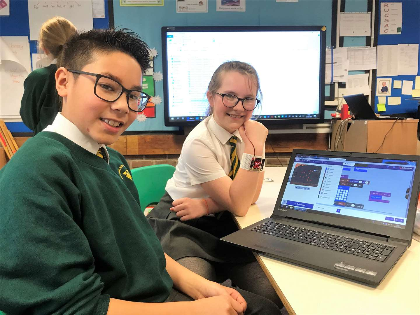 Summercroft students learn programming (7812501)