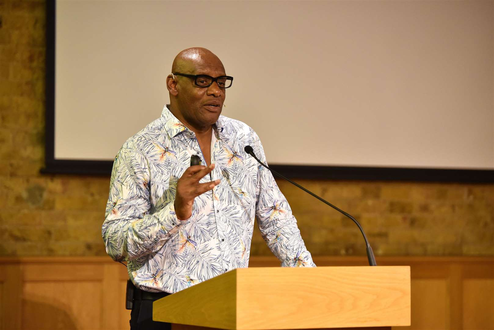 Shaun Wallace at the Bishop's Stortford College Festival of Literature. Photo: Steve Beeston (28832972)