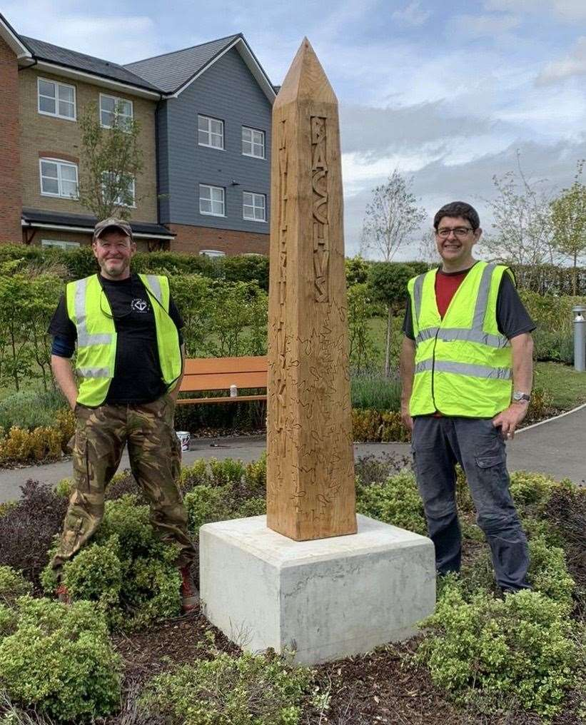 Steve Woodley and Simon Langsdale with their vine-inspired obelisk (38152458)