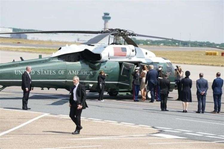 The president, the First Lady and aides board Marine One for Regent's Park (11537020)