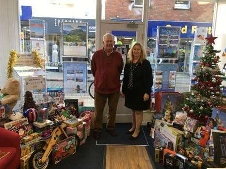 Premier Travel's Judith Bates and Dennis Fordyce from the Rotary Club of Bishop's Stortford (6174308)