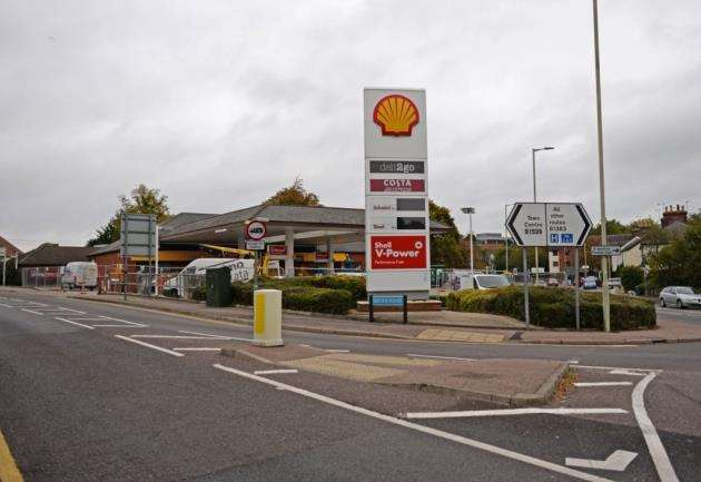 Shell Garage, LOndon Road, Bishops Stortford. Shop is to become a Little Waitrose.Pic: Vikki Lince