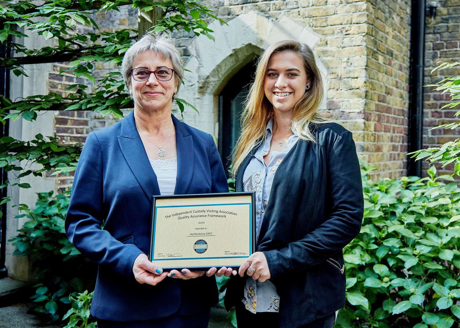 Custody volunteers Stephanie and Isabel with their award. (11064086)