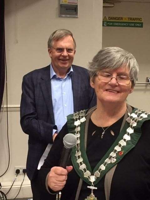 Mayor Norma Symonds with Rotary's Gordon Morrison(22512121)