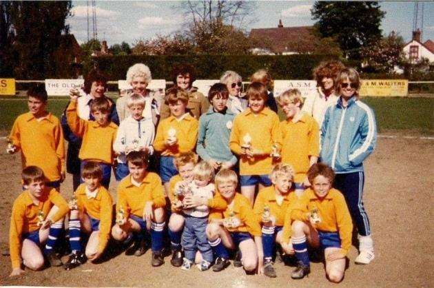 Northolt Athletic at under-12 or under-13 level in the mid 1980s with some of their mums, including Brenda Pegg far right in the blue tracksuit. Julian Pegg is in the middle of the front row with his younger brother Adrian.