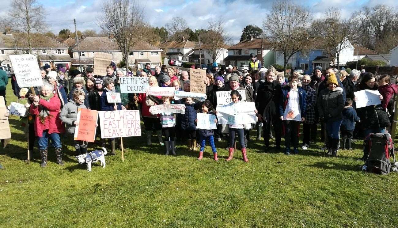 Protesters gather on the green in Twyford Park after their walk Picture: Stephen Skinner (7682293)